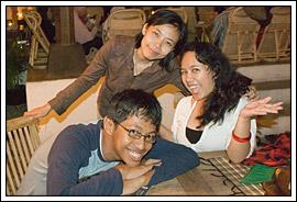 Kopi Darat Blogger di House of Raminten Yogyakarta Juni 2009, bareng Yustha Titik Sutanti dan Eka Situmorang