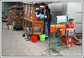 Foto Mih Kocok Bandung dekat toko kue Kartika Sari