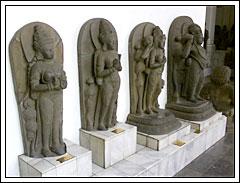 Arca-arca Hindu dan Buddha di Museum Nasional pada tahun 2009
