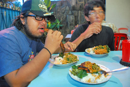 kuliner makan padang murah imogiri timur giwangan tegalgendu glagahsari meriah ayam nasi lima sekawan