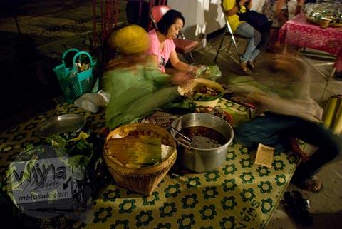 Kuliner nasi brongkos khas Jogja gratis di Pesta Blogger 2009 Chapter Jogja