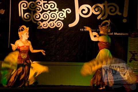 penari tari cendrawasih di acara Pesta Blogger 2009 Yogyakarta