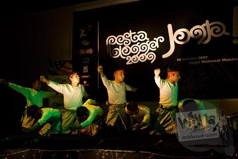 penari tari saman cowok di acara Pesta Blogger 2009 Yogyakarta