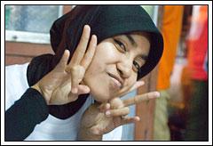 Foto Qurratul Aini Mahasiswi Matematika UGM angkatan 2005