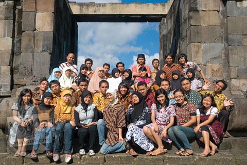 Foto keluarga mahasiswa prodi matematika UGM angkatan 2005 di Keraton Ratu Boko Yogyakarta