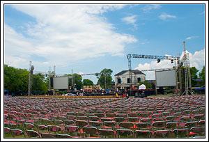 Deretan kursi-kursi di panggung utama SIEM Expo 2008