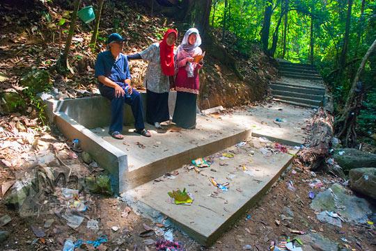 foto suasana kotor air terjun Kuta Malaka, Aceh Besar pada zaman dulu september 2014