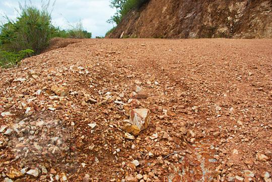 foto medan jalan tanjakan tanah merah menuju air terjun Kuta Malaka, Aceh Besar pada zaman dulu september 2014