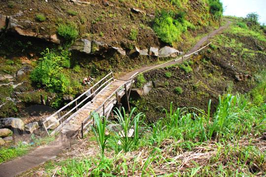 foto jembatan kayu rapuh menuju ke air terjun sekumpul buleleng zaman dulu pada april 2013