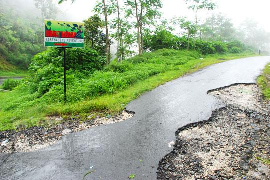 foto jalan hujan menuju ke air terjun sekumpul buleleng zaman dulu pada april 2013