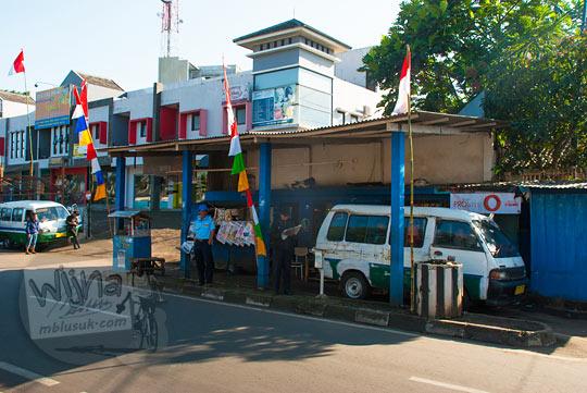 pangkalan angkot trayek Ledeng � Parongpong di Jalan Sersan Bajuri, Bandung pada zaman dulu Agustus 2014