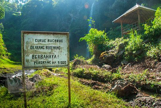papan tarif retribusi masuk Curug Bugbrug, Bandung Barat pada zaman dulu Agustus 2014