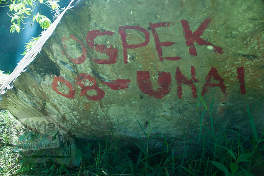 aksi vandalisme mahasiswa universitas advent indonesia di wilayah Curug Bugbrug, Bandung Barat pada zaman dulu Agustus 2014