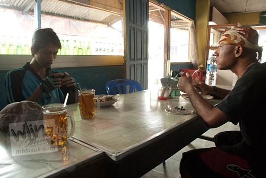 sarapan ikan wader goreng enak di warung makan sederhana dekat jembatan siluk, selopamioro, imogiri, bantul