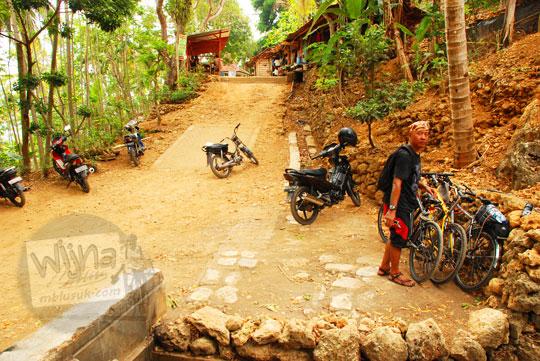 lokasi parkir pengunjung gua cerme, imogiri, bantul