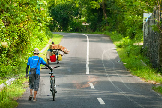 Medan sepeda tanjakan menuju curug Kedung Pengilon di Dusun Petung, Bangunjiwo, Kasihan, Bantul