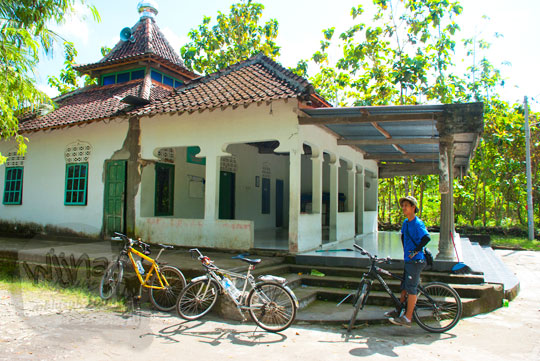Jamaah Masjid Dusun Petung di Desa Bangunjiwo, Kasihan, Bantul melakukan sweeping tempat-tempat yang diduga sebagai tempat seks bebas di wilayah Kasihan, Bantul dan sekitarnya