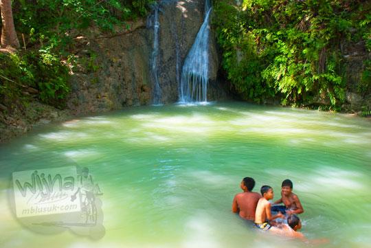 Kolam sedalam 10 meter yang ada di area wisata Kedung Pengilon di Desa Bangunjiwo, Kasihan, Bantul memakan korban seorang wanita yang nekat mandi di kolam tanpa mengenakan busana