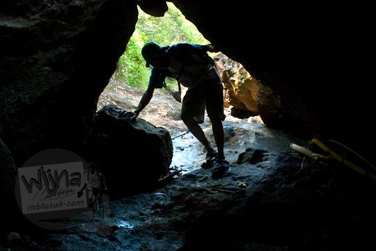 Susur gua Bantul menuju ke air terjun curug seribu batu (cengkehan) di dusun Giriloyo, Wukirsari, Imogiri, Bantul, DI Yogyakarta