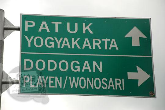 papan petunjuk arah jalur alternatif ke wonosari