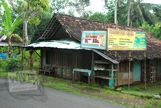 warung soto wisuda di dekat perempatan terong, Cinomati yang terkenal