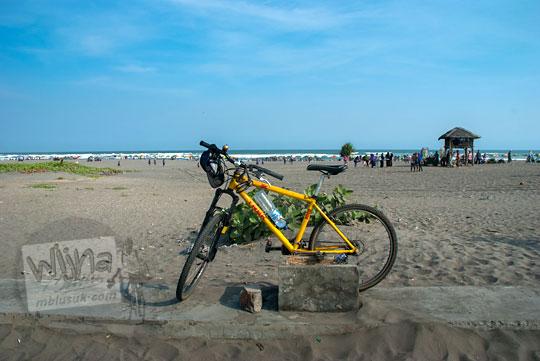 suasana pantai parangtritis saat sepi pada zaman dulu Juni 2014