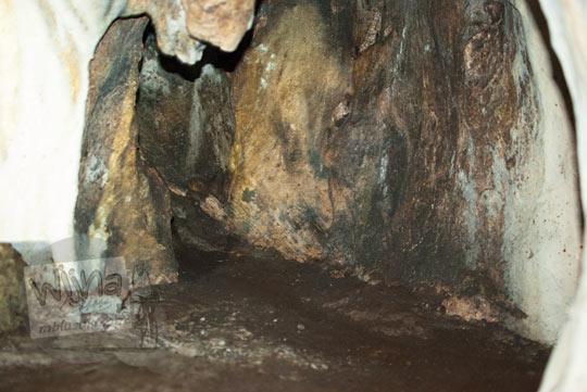 Mitos Gua Dendeng yang menyambung ke Laut Selatan yang terletak di Situs Keramat Gua Lawa di Gua Lawa di Dusun Nogosari,Selopamioro, Imogiri, Bantul, Yogyakarta pada kunjungan zaman dulu November 2014