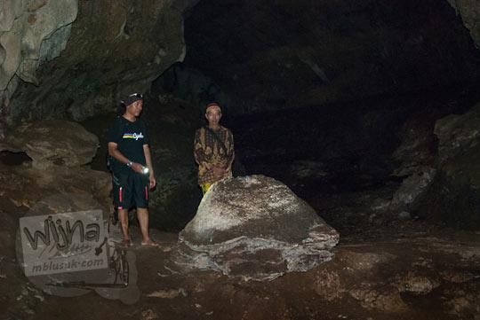 Batu tempurung kura-kura yang ada di Gua Lawa di Dusun Nogosari,Selopamioro, Imogiri, Bantul, Yogyakarta pada kunjungan zaman dulu November 2014