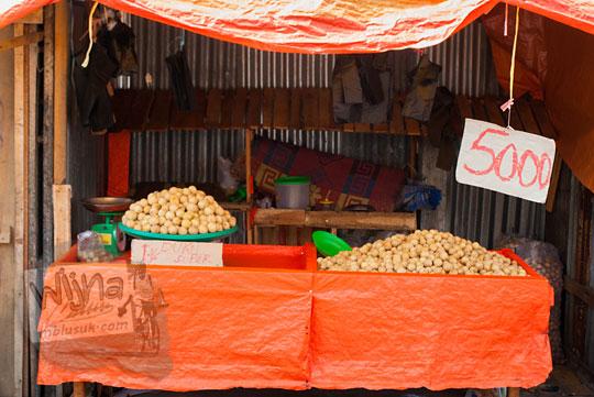 Harga duku yang dijual oleh penjual kaki lima di Pasar Panorama Kota Bengkulu pada tahun 2015