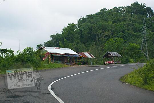 medan jalan yang berkelok-kelok dari Kota Bengkulu menuju Kepahiang