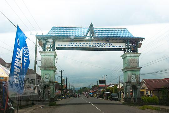 gapura selamat datang di kabupaten rejang lebong bengkulu pada tahun 2015