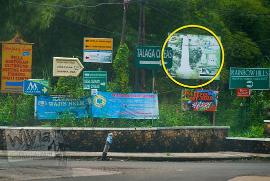 Rambu petunjuk arah di kawasan Sentul menuju Curug Bidadari