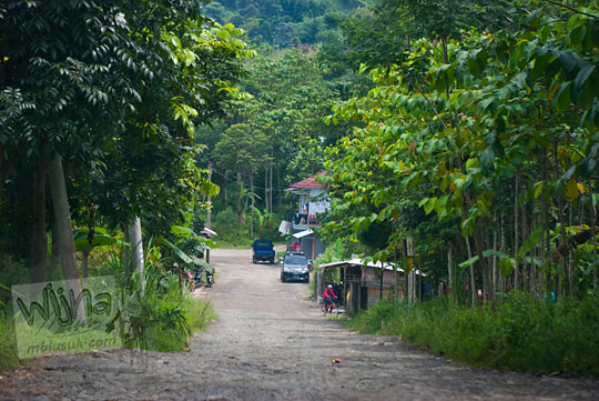 Kisah warga desa yang meminta-minta uang di sepanjang jalan menuju Curug Bidadari