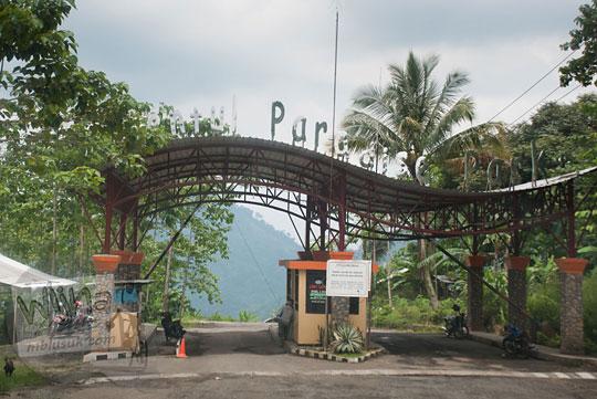 Tarif tiket di Gerbang masuk ke air terjun Bidadari yang dikelola Sentul Paradise Park