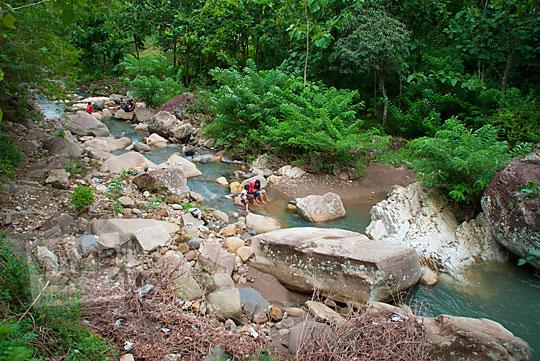 Sungai dekat Curug Indah Gedangsari, Gunungkidul, Yogyakarta pada Januari 2012