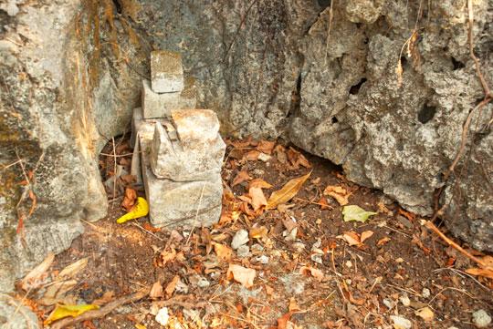 makam keramat makhluk halus setan penunggu bukit di Pantai Indrayanti atau Pantai Pulang Syawal Gunungkidul pada zaman dulu bulan Juli 2012