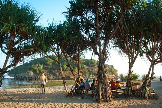suasana sore di pantai drini desa tanjungsari gunungkidul yogyakarta pada zaman dulu agustus 2012