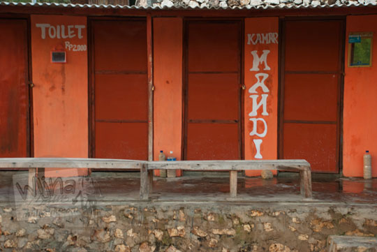 toilet umum pantai drini di desa tanjungsari gunungkidul yogyakarta pada zaman dulu agustus 2012
