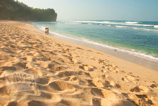 hamparan pasir indah di Pantai Pok Tunggal Gunungkidul