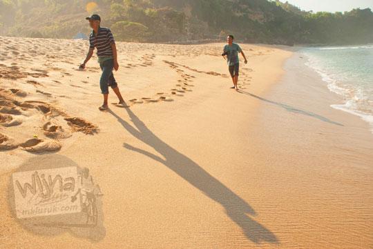 rute jalan kaki menyusuri Pantai Pok Tunggal dari Pantai Indrayanti, Gunungkidul