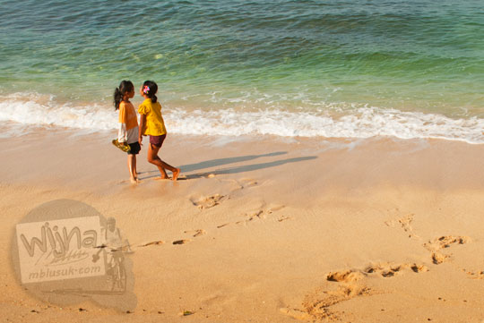 cewek-cewek berenang di Pantai Pok Tunggal Gunungkidul tanpa busana