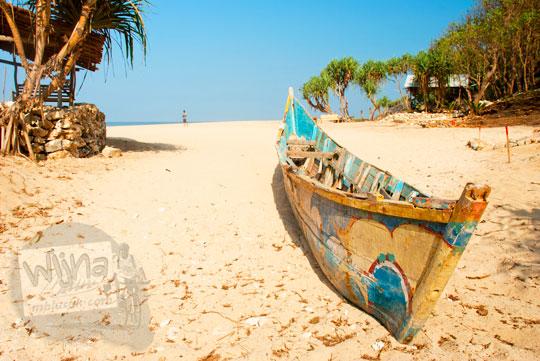 Aktivitas nelayan pagi hari di Pantai Pok Tunggal Gunungkidul