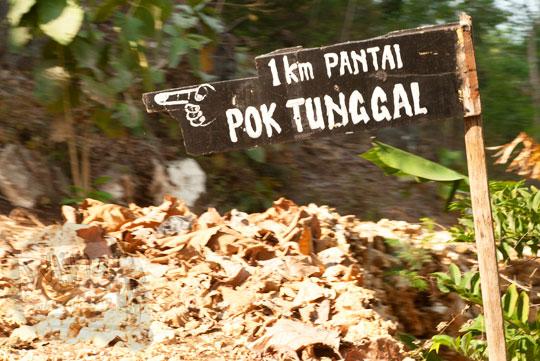 papan petunjuk arah ke Pantai Pok Tunggal dari Jogja ke Wonosari