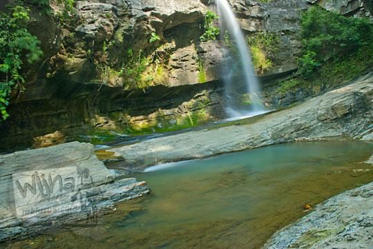 Air terjun di tingkat kedua Curug Nglarangan, Gedangsari, Gunungkidul