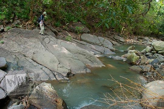 perjalanan meniti batu-batu lahar dingin purba menuju Curug Nglarangan, Gedangsari, Gunungkidul