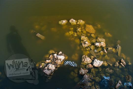 Sampah yang mencemari Telaga Gandu yang ada di Kecamatan Panggang, Gunungkidul pada zaman dulu Juni 2014