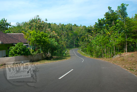 rute perjalanan lewat jalan raya pantai selatan jawa menuju pantai ngunggah, gunungkidul pada zaman dulu Juni 2014