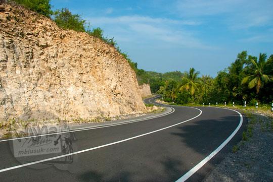 ruas jalan pantai selatan jawa menuju wonosari dari parangtritis pada zaman dulu Juni 2014