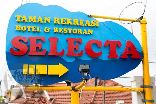 foto papan nama wisata selecta