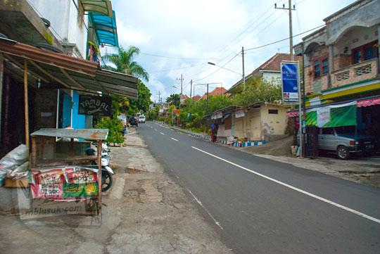 foto jalan raya menuju air terjun coban talun di kota batu jawa timur zaman dulu pada november 2014